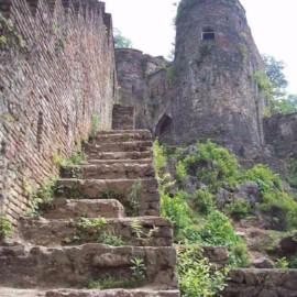 The ancient castle، iran travel agencies ،Iran tour packages، tour operators in iran